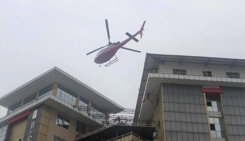 एकैदिन दुई सङ्क्रमितलाई हेलिकप्टरमार्फत उपचारका लागियो झापाको बिएण्डसी अस्पताल